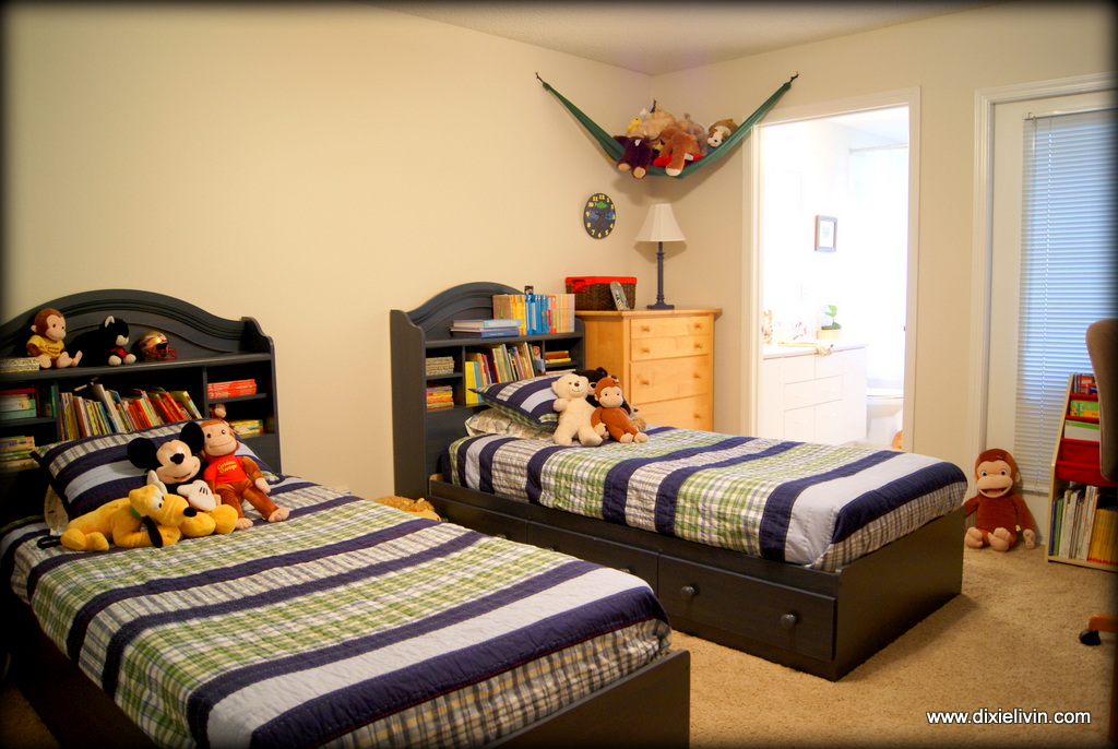"""We gave the boys the """"Master"""" bedroom. They LOVE the large garden tub and there's room for the school desk and computer."""